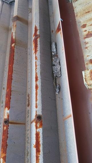 錆びた折板屋根