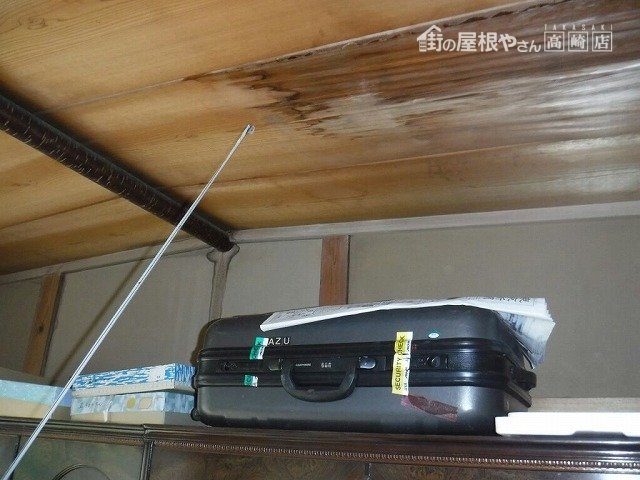 雨漏りによってふやけている和室天井