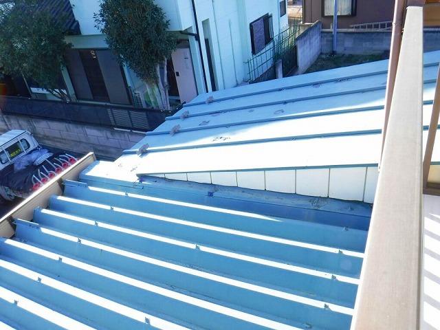 塗装の剝がれた板金屋根