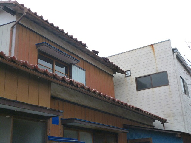 ずれてしまった瓦屋根