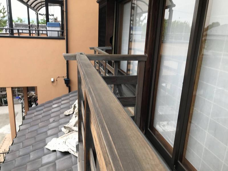 高崎市で木製ベランダや木製窓手すりに木材保護塗料を塗る作業
