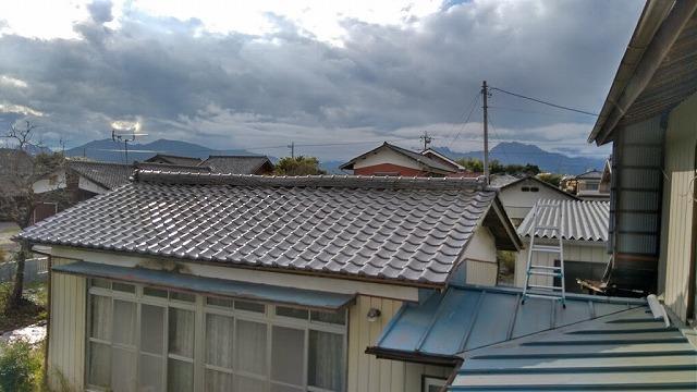 屋根から見た東側の棟瓦の全景