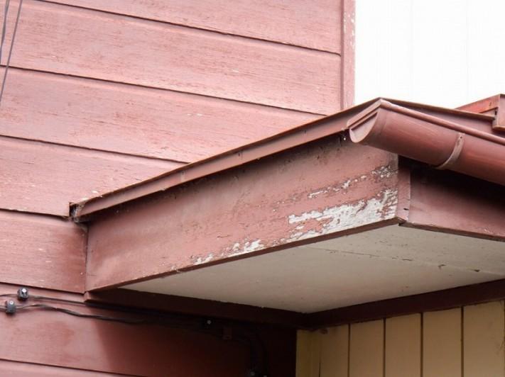 破風板の塗装の剥がれ