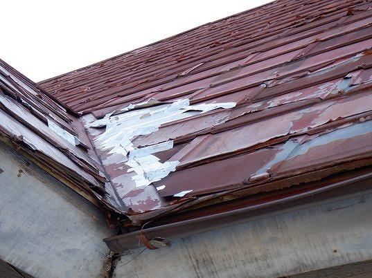 屋根の谷のところの銀紙テープ