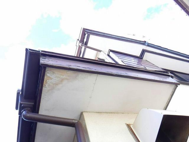 傷んだ破風板