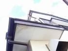 破風板の傷みと軒天井の塗装剝がれ