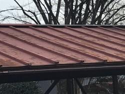 車庫の屋根色褪せ斜め近景