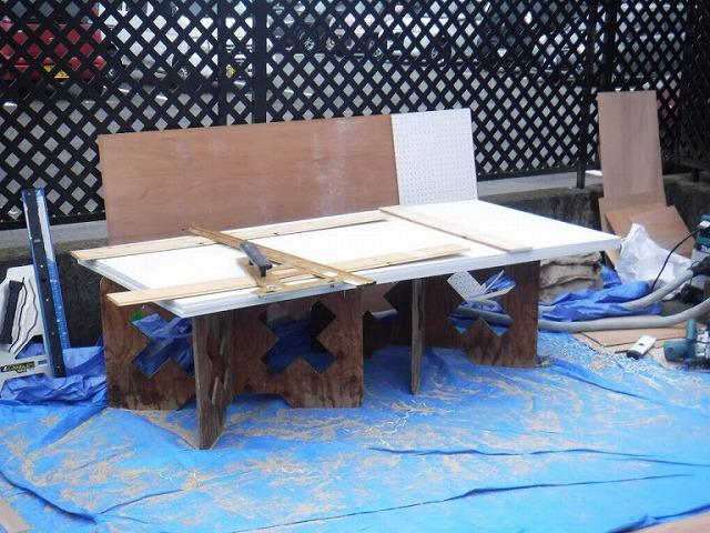 軒天井の下地木材の加工製作台