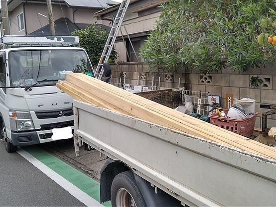 トラック荷台の角材