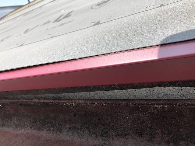 屋根の軒先の水切りの唐草板金