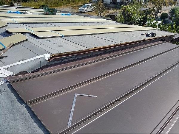 防水シートとガルバリウム鋼板の立て平葺き