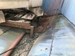 板金屋根の谷のところのゴミ