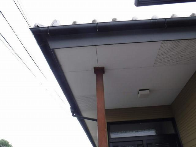 玄関の柱上の軒天井