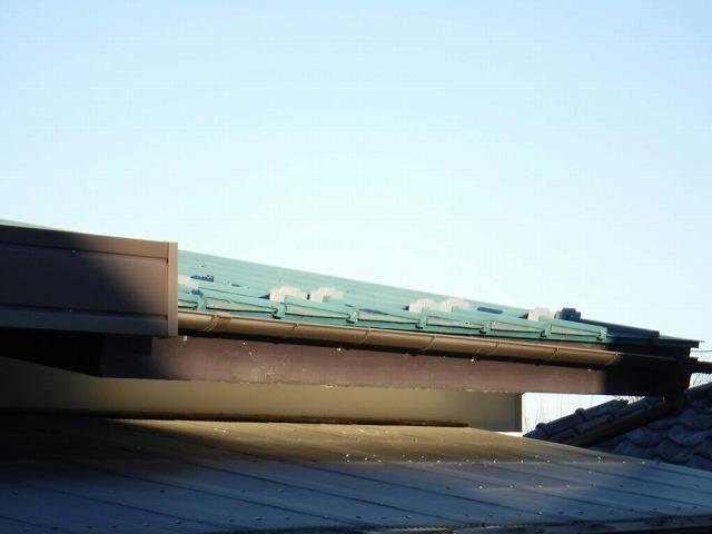 屋根の鼻隠し板のところ