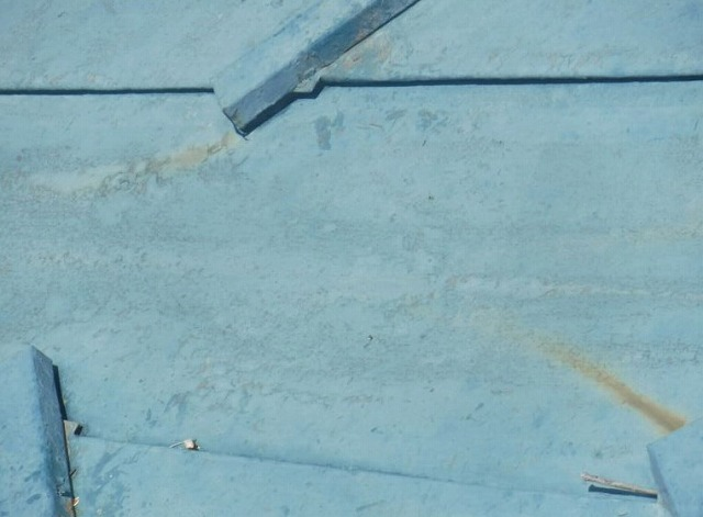 板金屋根の錆び近くで見た状態