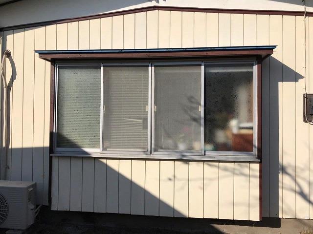 ルーバーを設置する前の出窓