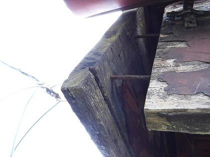 破風板と鼻隠し板の間の釘