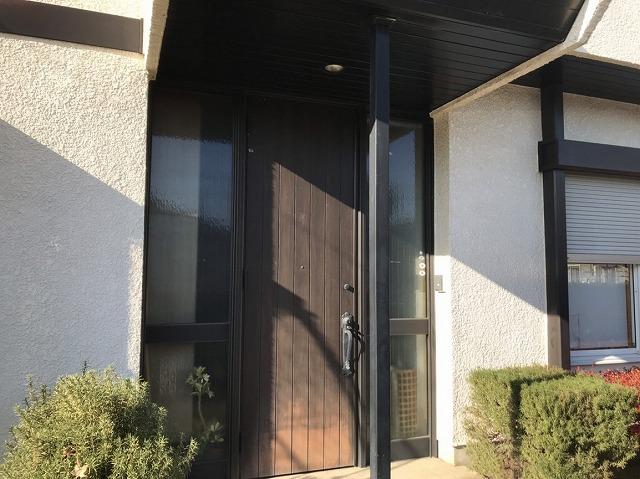 玄関のドアの塗装の劣化