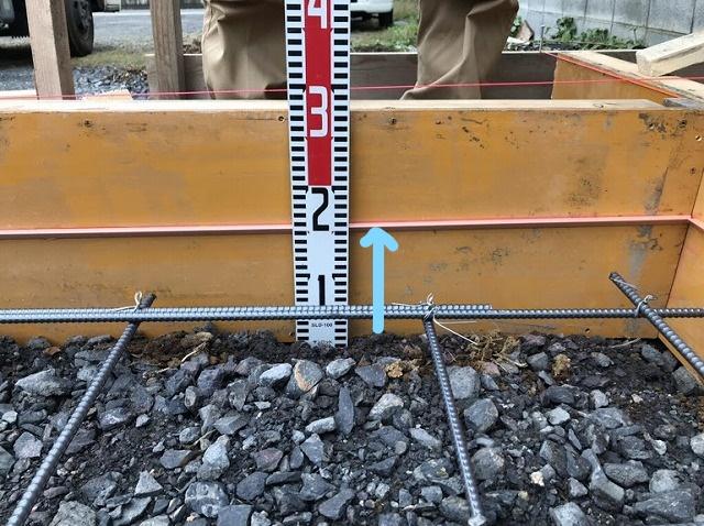 土間コンクリート用の砕石と型枠と鉄筋