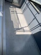 塗装前のFRP防水のバルコニー床