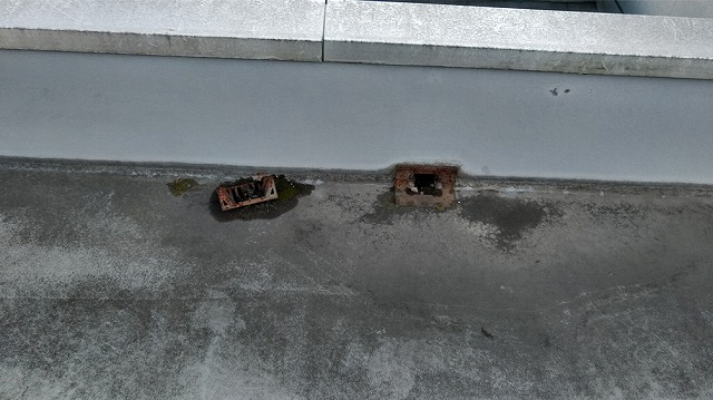 屋上排水口カバ-の錆び