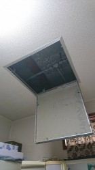 脱衣室の天井の点検口