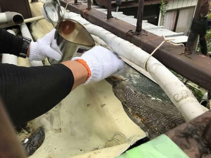 コンクリートに溶着材塗り