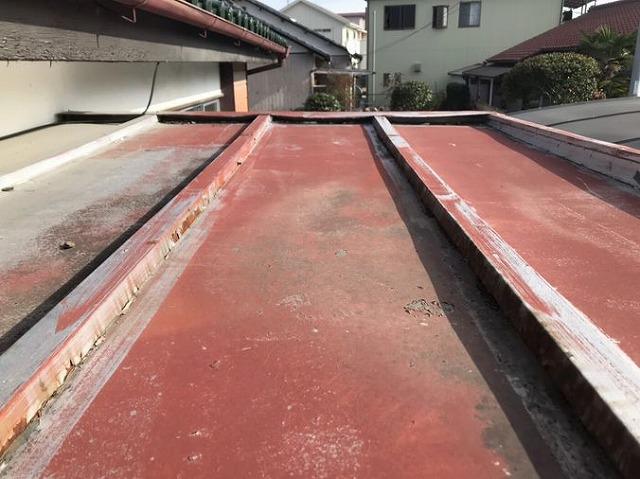 玄関屋根板金の塗装の劣化