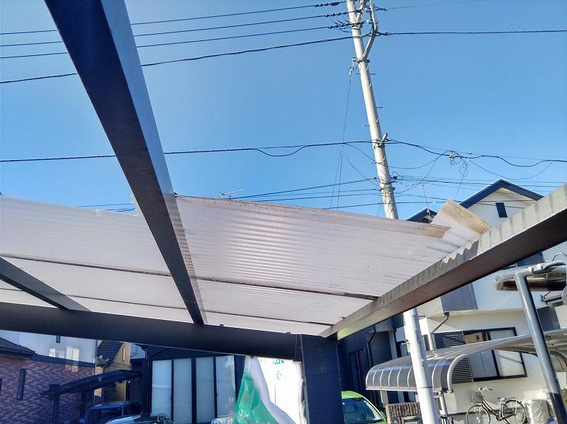 風による塩化ビニル製の波板の破損