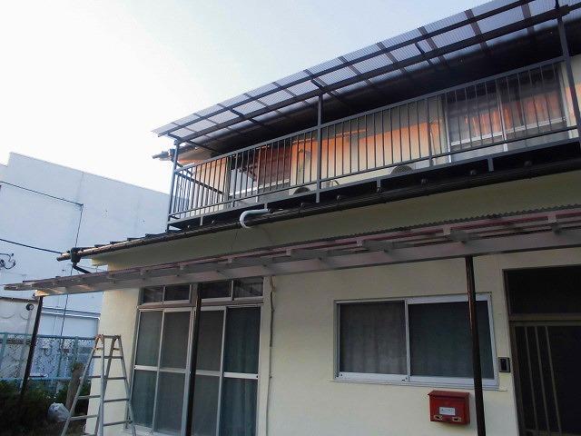 テラスの屋根の波板の交換後と塗装後