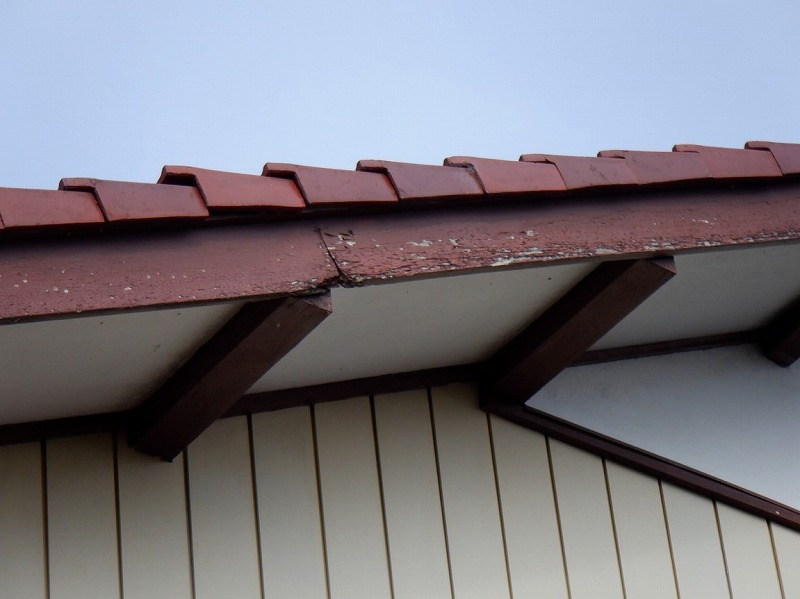破風板が朽ちているところ