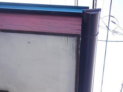 雨が漏れている破風板