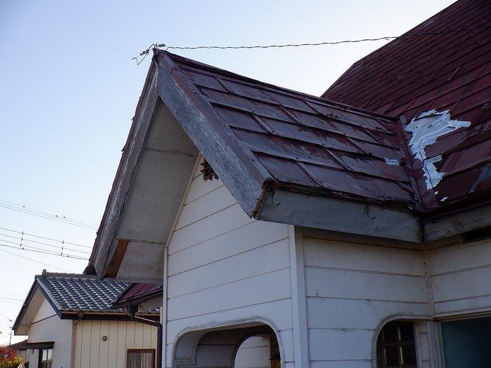 トタン屋根の谷のところの雨漏り補修