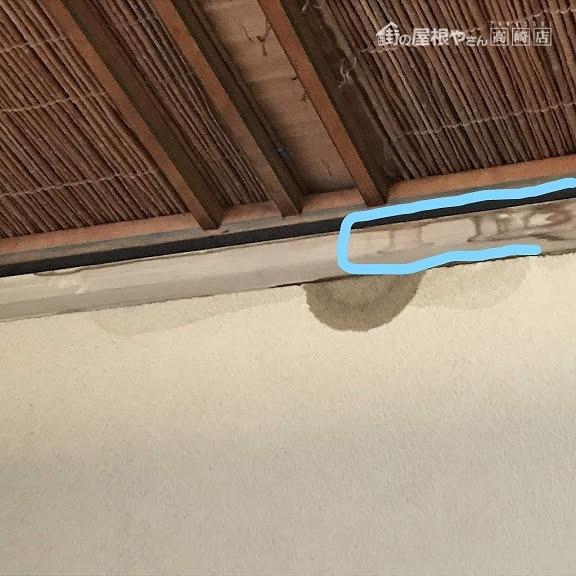 和室天井廻り縁の雨漏りのシミ