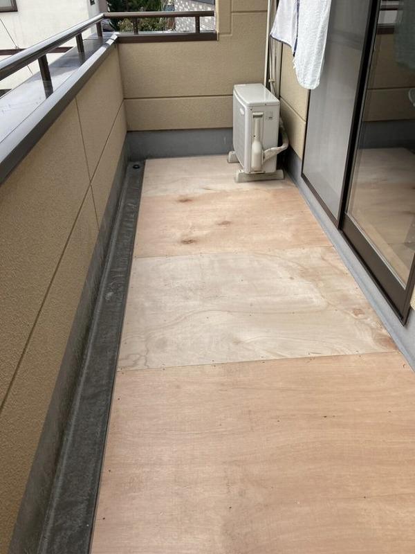 バルコニーの床の防水工事用のコンパネ