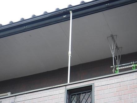 バルコニーの雨樋のツッパリ棒