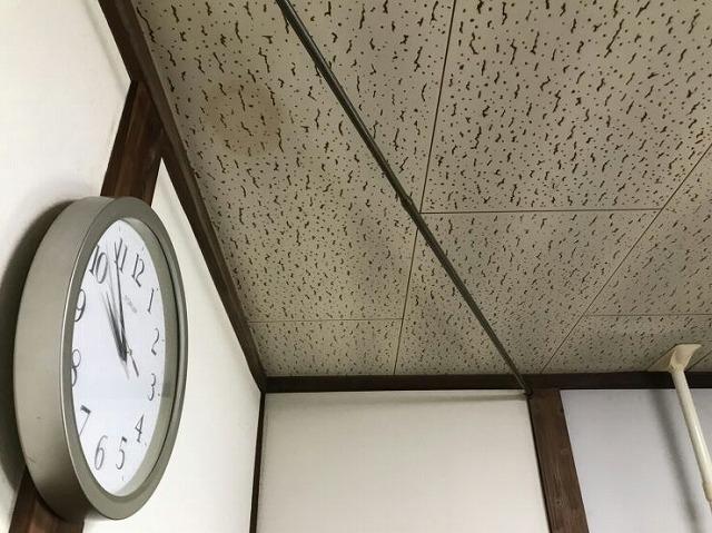 室内天井の雨漏りのシミ