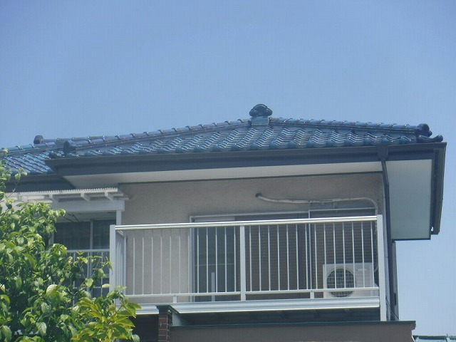 雪害時に直したらしい瓦屋根