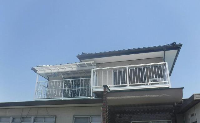 家を正面から見て全景