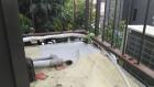 防水シートにシーリング材を塗った後