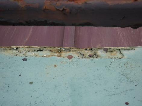 屋上の塗料防水のひび割れ