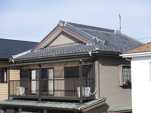 漆喰が詰め増ししてある日本瓦の家