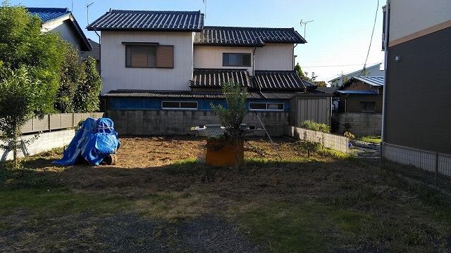 土間コンクリート打つ前の敷地