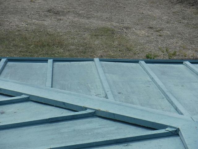 板金屋根の浮き