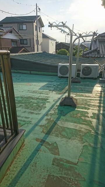 紫外線によって劣化したベランダのウレタン防水