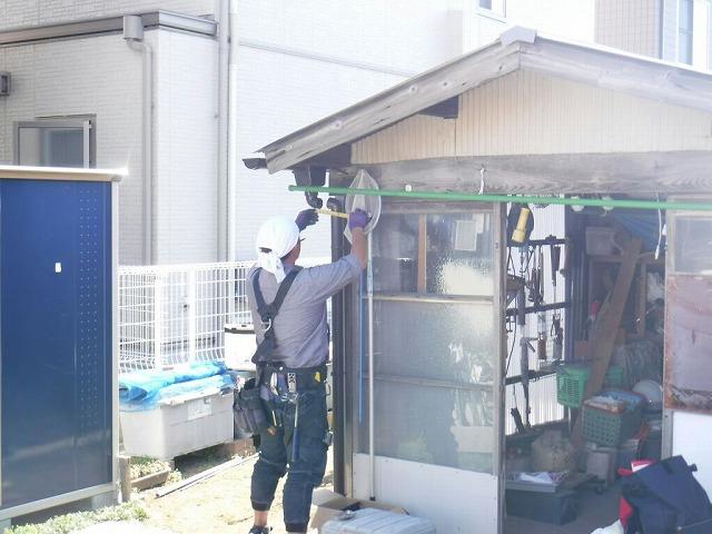 農機具小屋集水器エルボとエルボ計測中