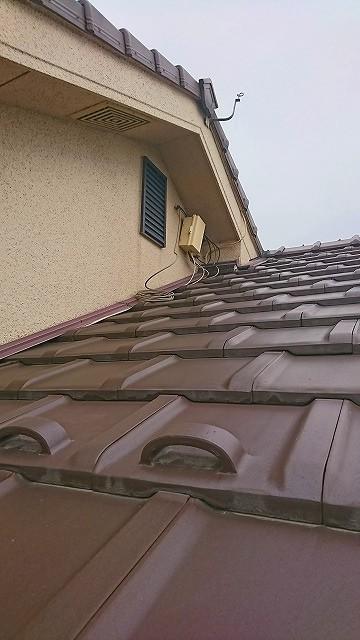 屋根の上の配線ボックス