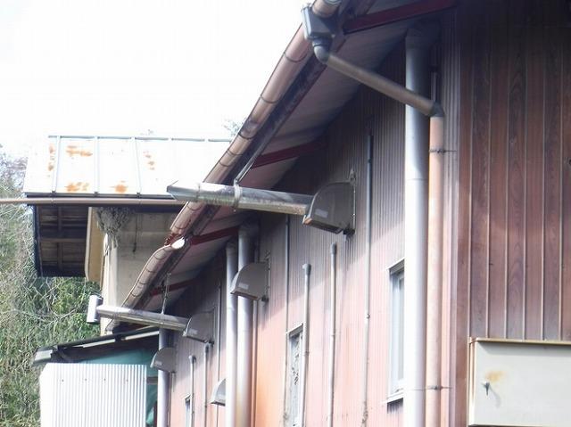 農機具小屋の南側軒樋横から見て