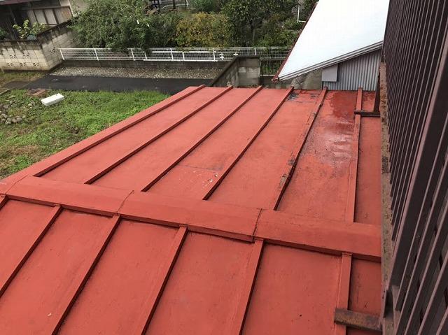 ベランダから見た板金屋根