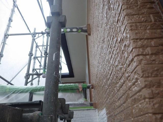 外壁中塗り中のベランダ